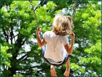 Little girl swinging © Carlos Santa Maria - Fotolia.com